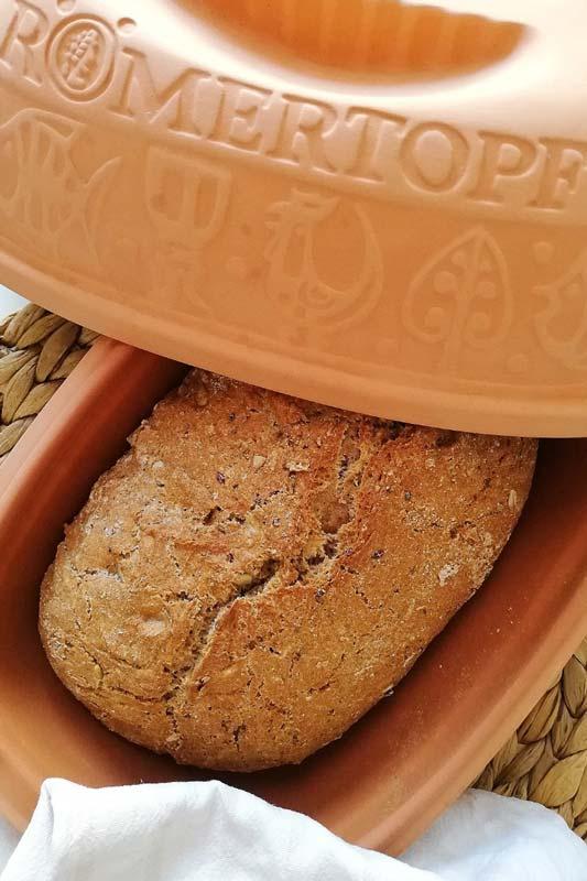 Rezept für ein Dinkelvollkornbrot aus dem Römertopf