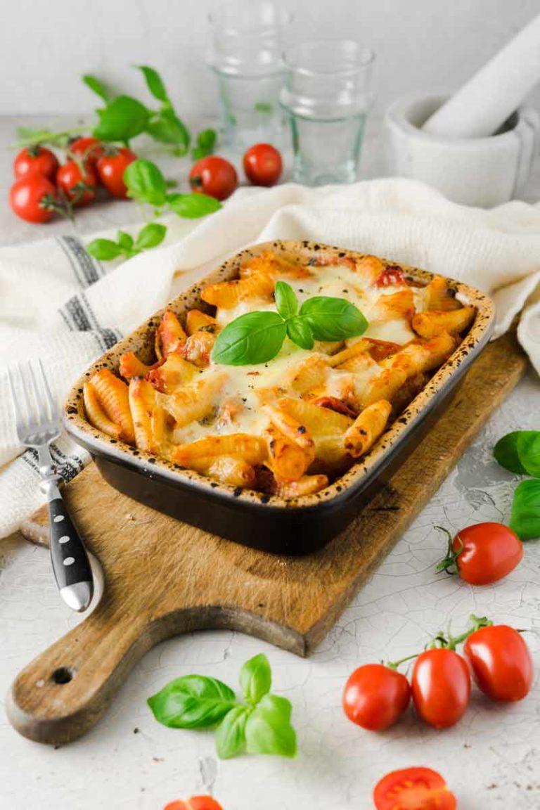 Tomate Mozzarella Nudelauflauf aus dem Römertopf Rezept